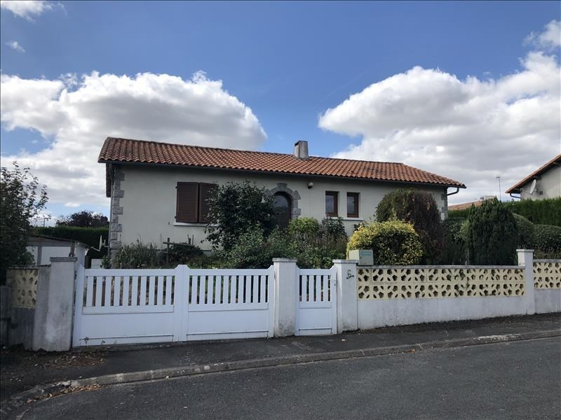 Sale house / villa Le may sur evre 174 750€ - Picture 1