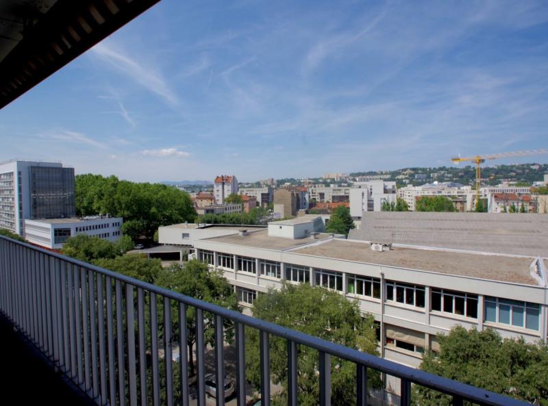 Lyon 7 T4 dernier étage métro Debourg