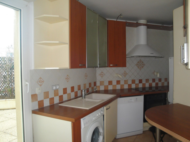 Rental apartment Courbevoie 2 300€ CC - Picture 5