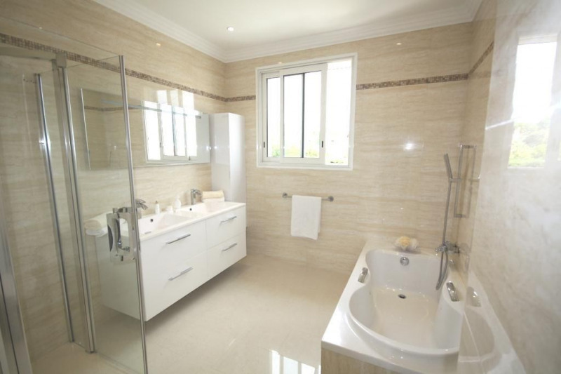 Deluxe sale house / villa Golfe-juan 2250000€ - Picture 6