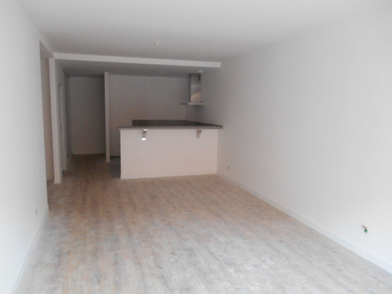 Rental apartment Saint quentin 930€ CC - Picture 5