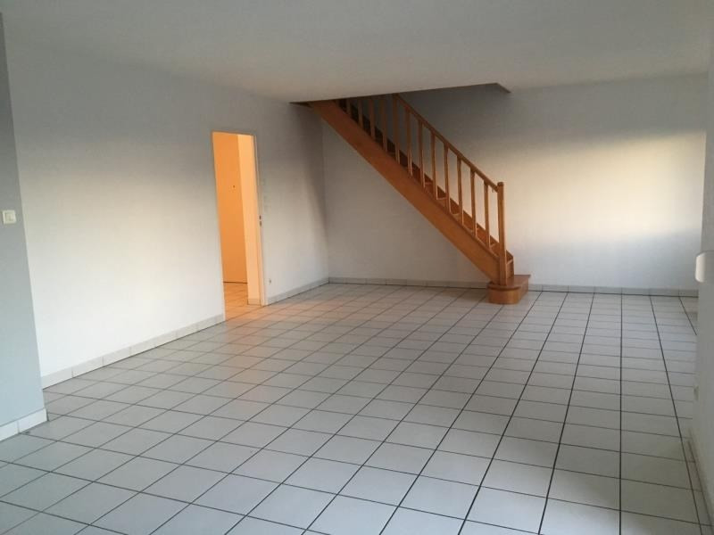 Location appartement Ste colombe 910€ CC - Photo 1