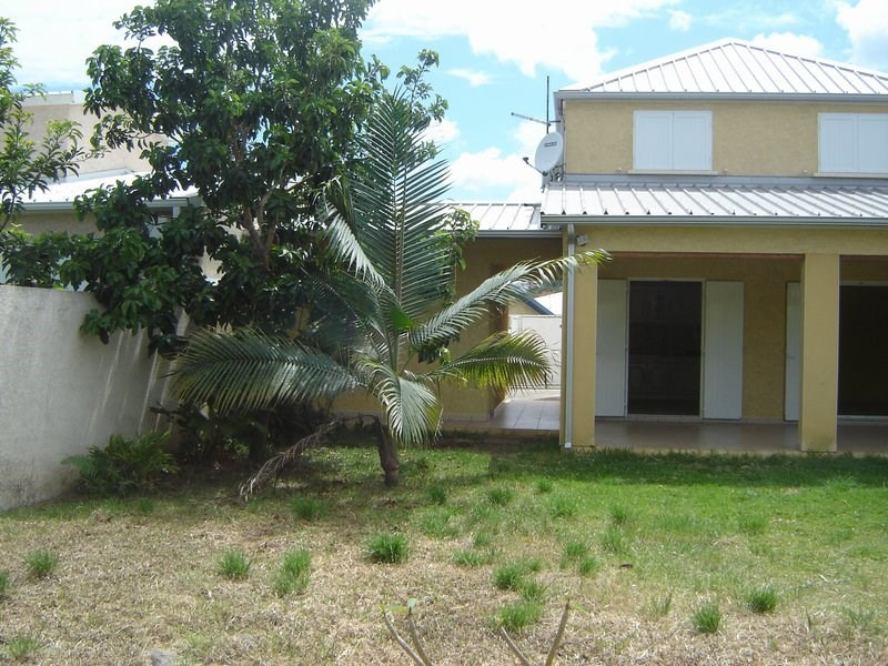 Location maison / villa La possession 1 351€ CC - Photo 2