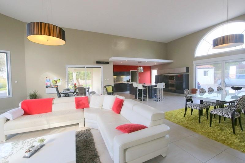 Deluxe sale house / villa Le fenouiller 676000€ - Picture 3