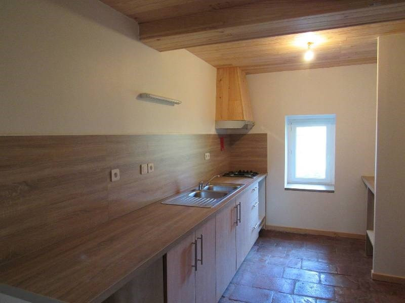 Location maison / villa Lugan 1 000€ CC - Photo 4