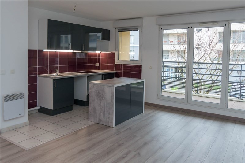 Rental apartment Osny 820€ CC - Picture 2