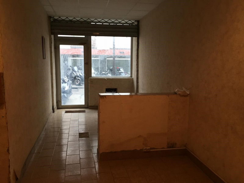 Sale office Paris 18ème 211000€ - Picture 2