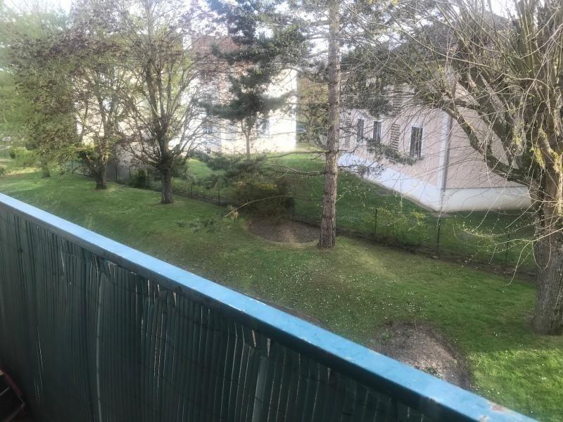 Sale apartment Montfort l amaury 210000€ - Picture 2