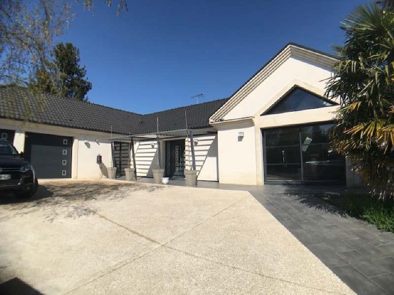 Deluxe sale house / villa Lesigny 980000€ - Picture 1