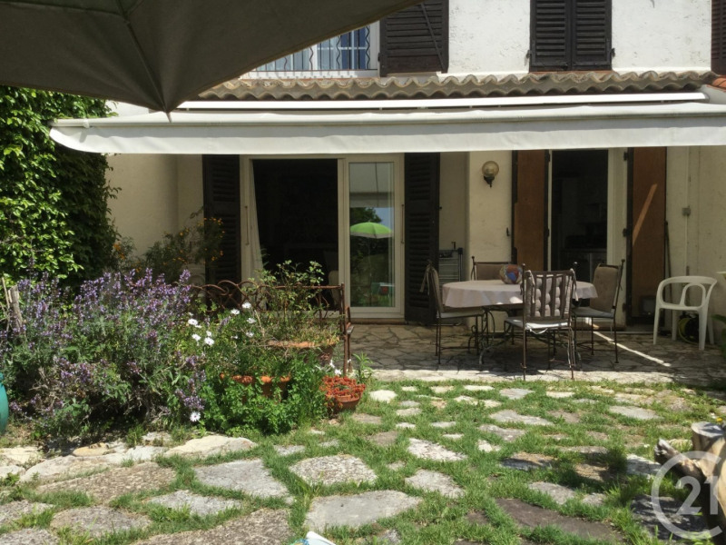 Deluxe sale house / villa Antibes 695000€ - Picture 1
