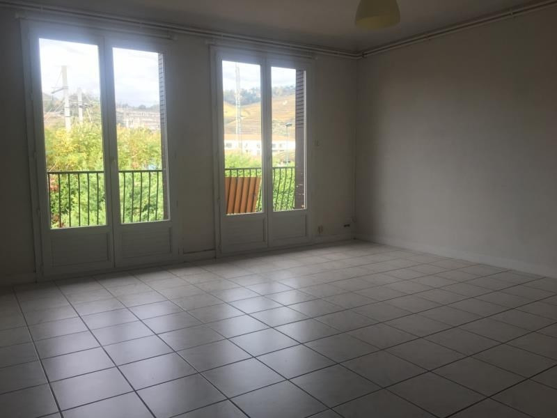 Location appartement Condrieu 730€ CC - Photo 1