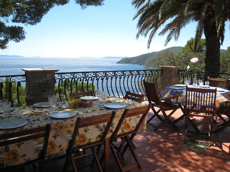 Vacation rental house / villa Cavalaire sur mer 1 500€ - Picture 5