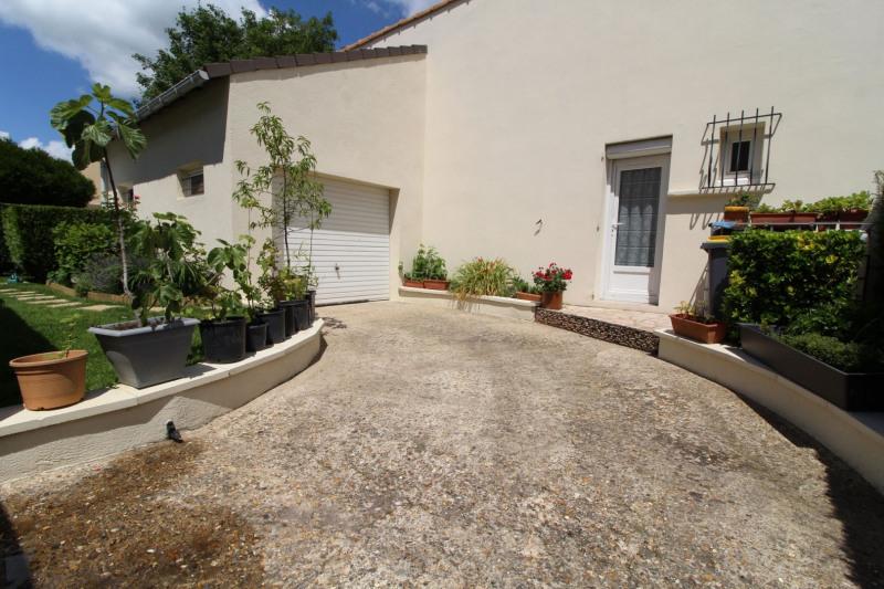 Sale house / villa Maurepas 378000€ - Picture 3