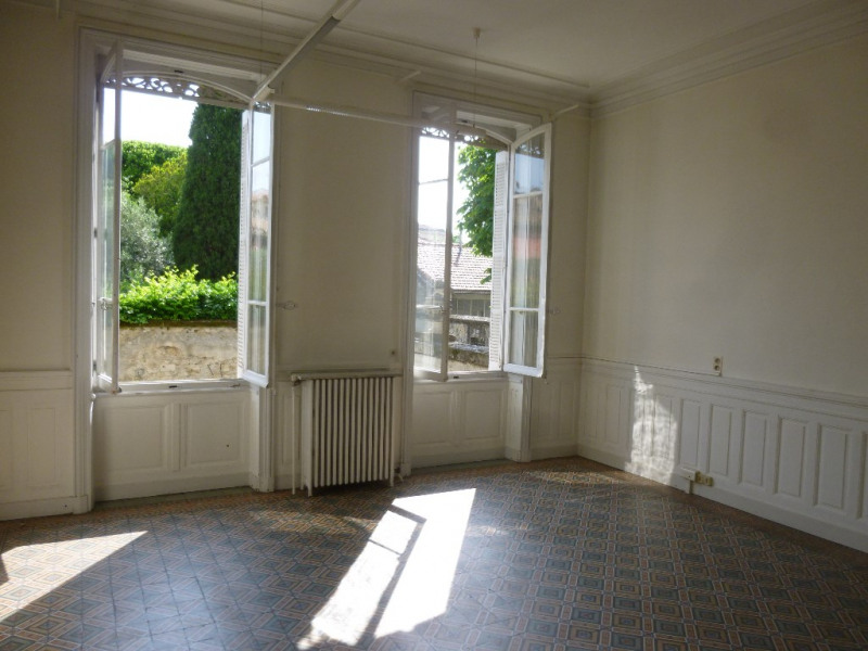 Location appartement Nimes 3 400€ CC - Photo 1