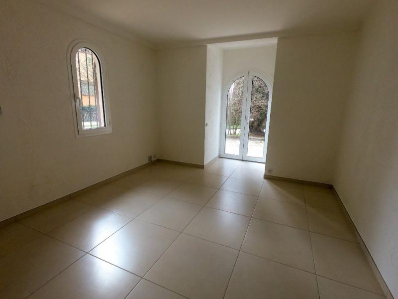 Rental apartment Les milles 450€ CC - Picture 2