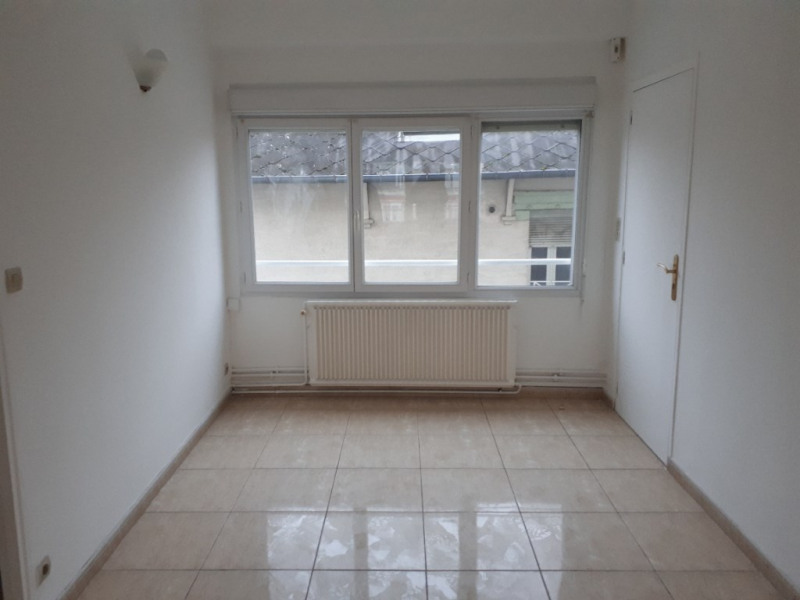Rental apartment Saint quentin 670€ CC - Picture 2