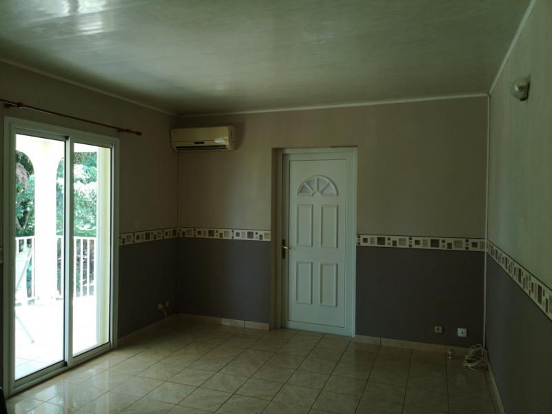 Rental house / villa Saint-benoît 975€ CC - Picture 4