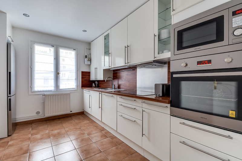 Rental apartment Paris 10ème 3750€ CC - Picture 6