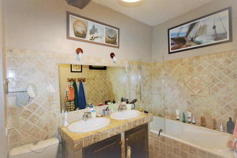 Sale house / villa Meyrargues 346000€ - Picture 10