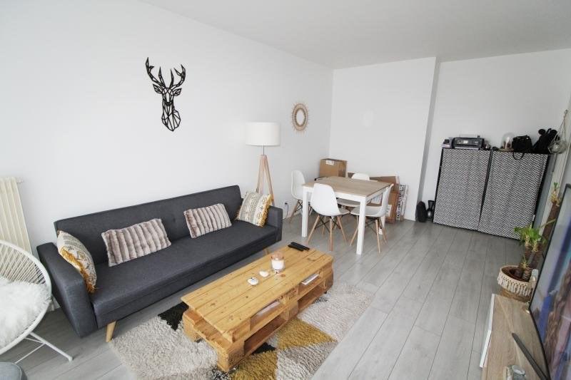 Rental apartment Maurepas 792€ CC - Picture 1