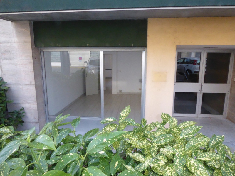 Location boutique Aubenas 545€ CC - Photo 1