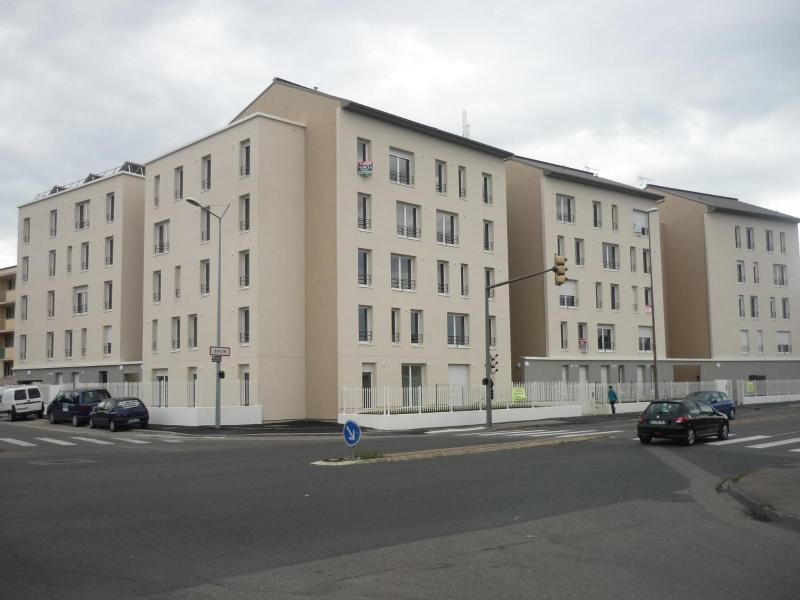 Location parking Bron 65€ CC - Photo 1