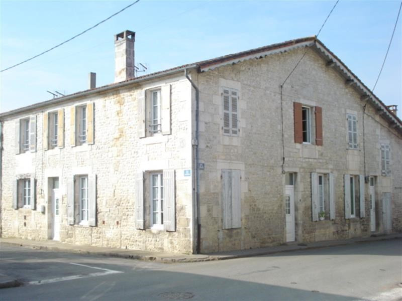 Sale building Bords 243 800€ - Picture 1