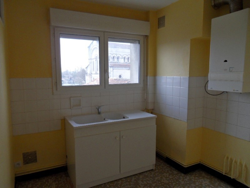Location appartement Cognac 372€ CC - Photo 2