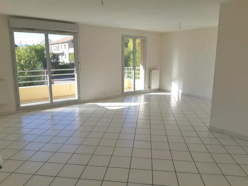 Location appartement Villefranche sur saone 860€ CC - Photo 1