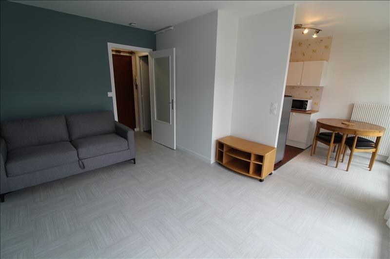 Rental apartment Maurepas 680€ CC - Picture 1