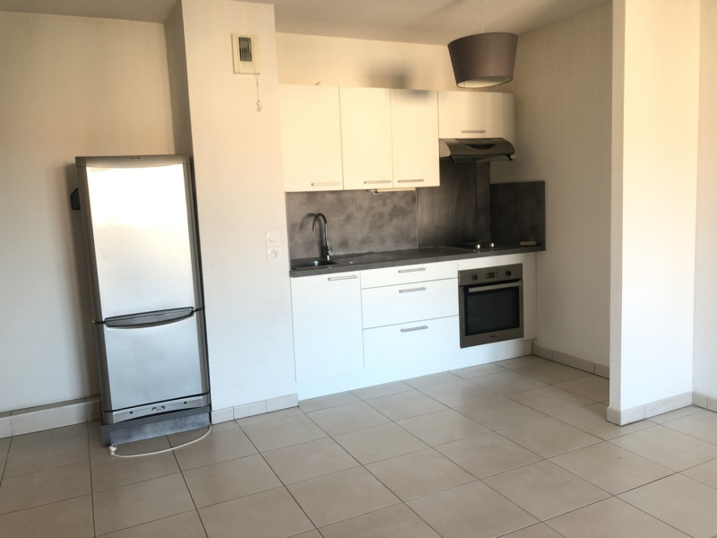 Location appartement Roquebrune-sur-argens 710€ CC - Photo 2