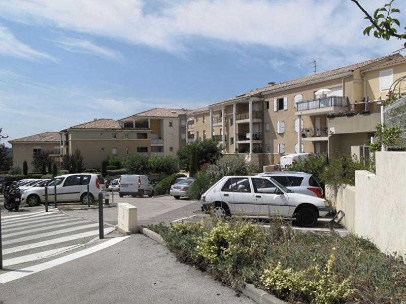 Rental apartment Venelles 710€ CC - Picture 2