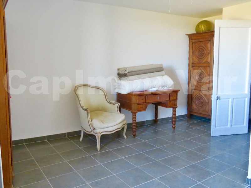 Location maison / villa Le castellet 1 381€ CC - Photo 5