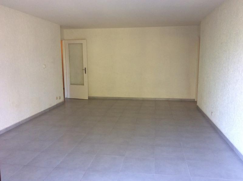 Rental apartment Fréjus 950€ CC - Picture 2