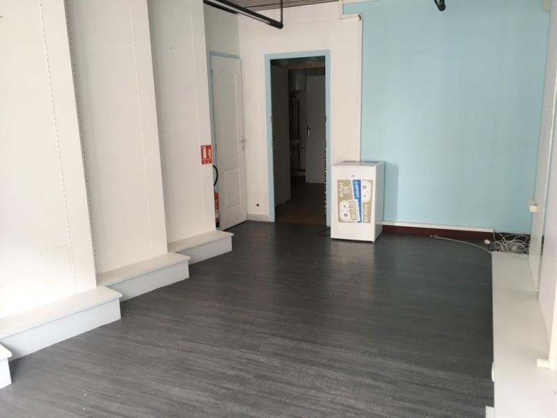Location local commercial Fougeres 400€ HT/HC - Photo 1