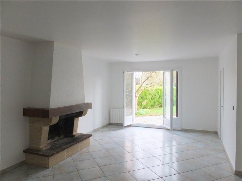 Rental house / villa Montigny le bretonneux 2040€ CC - Picture 1