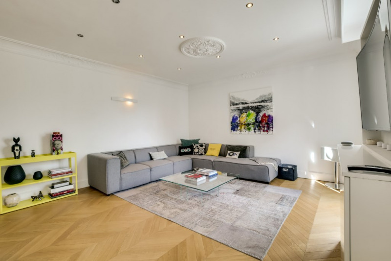 Contemporary apartment in the city center