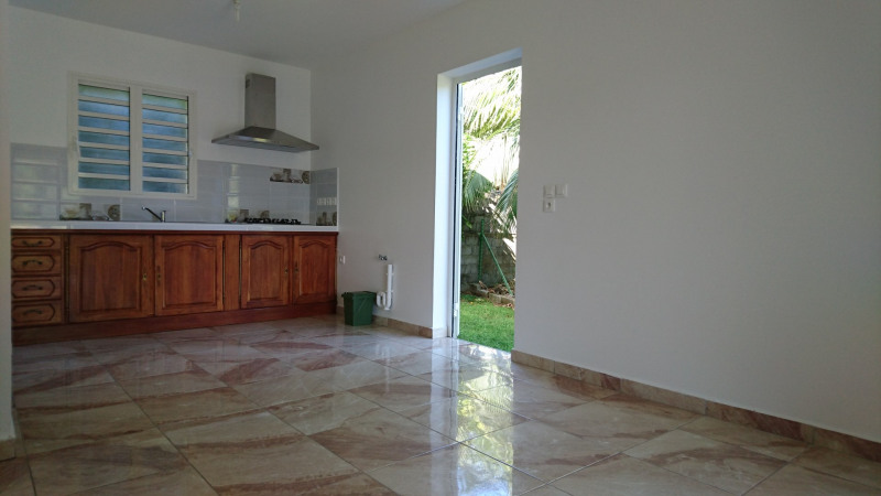 Rental house / villa Saint-benoît 930€ CC - Picture 9