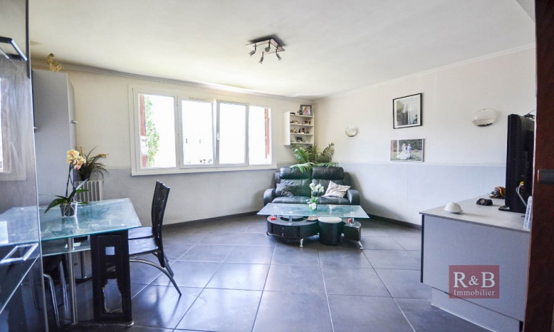 Sale apartment Les clayes sous bois 168000€ - Picture 1