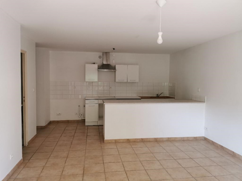 Location appartement Calas 840€ CC - Photo 4