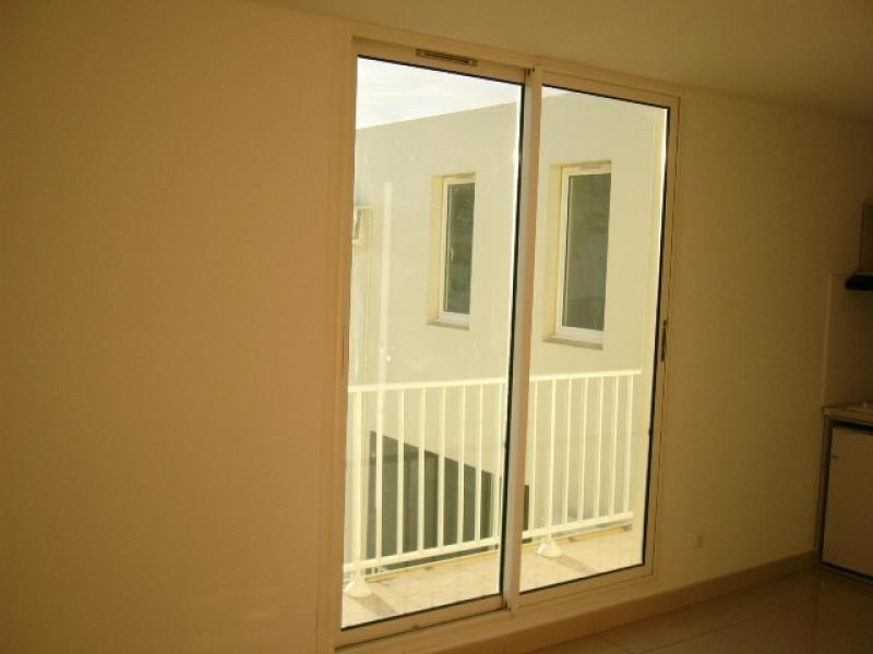 Rental apartment St denis 326€ CC - Picture 2