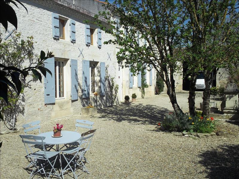 Vente maison / villa Saint-jean-d'angély 254400€ - Photo 1