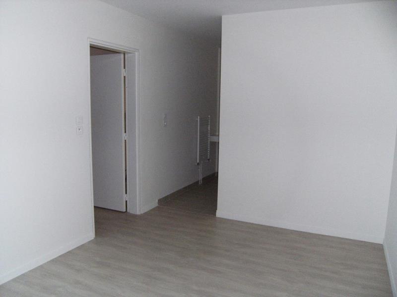 Location appartement Chasseneuil du poitou 525€ CC - Photo 4