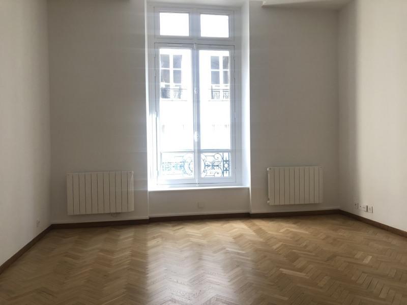 Rental apartment Paris 7ème 2079€ CC - Picture 1