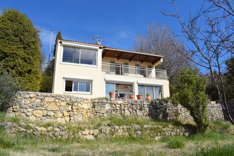 Villa avec vue sur village