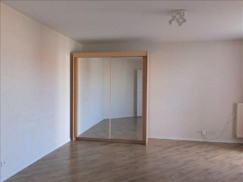 Locação apartamento Montigny le bretonneux 880€ CC - Fotografia 2
