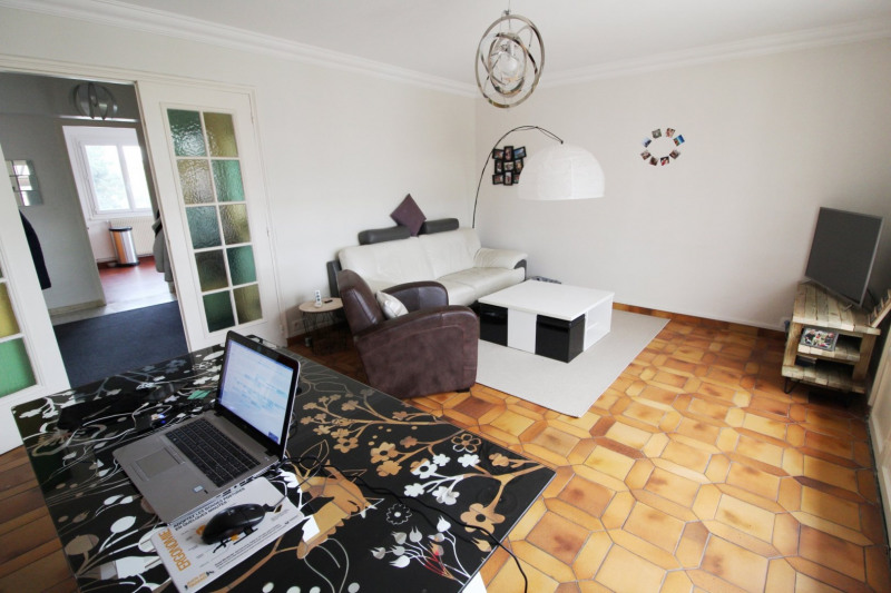 Location appartement Maurepas 990€ CC - Photo 2