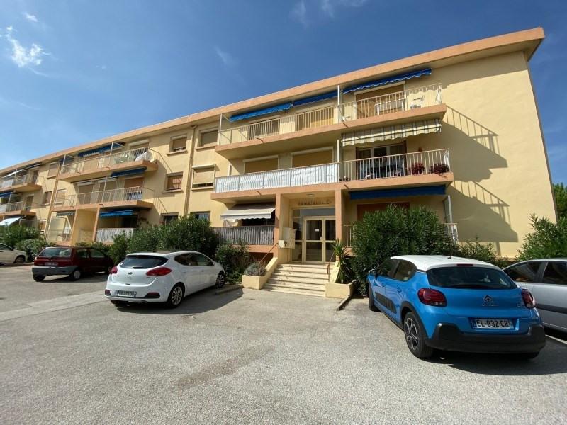 Rental apartment Six-fours-les-plages 850€ CC - Picture 1
