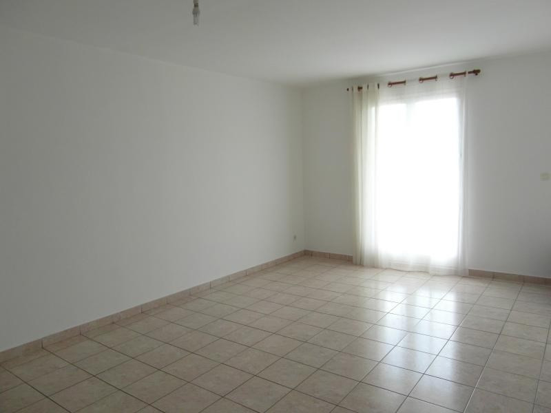 Sale apartment St denis 100 000€ - Picture 3