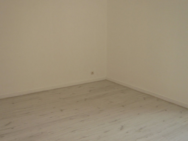 Rental apartment Laval 450€ CC - Picture 2